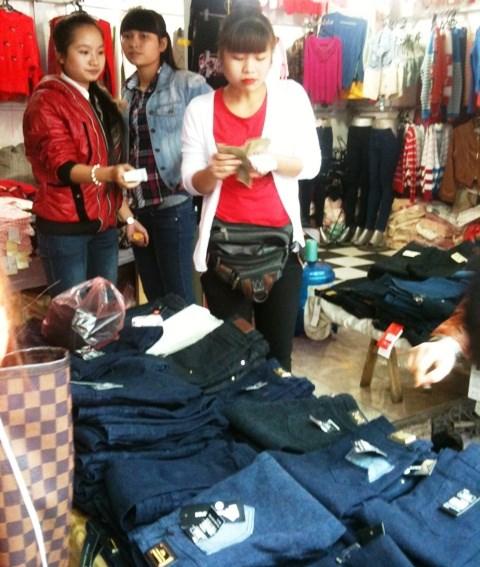 Sinh viên bùng nổ kinh doanh thời trang