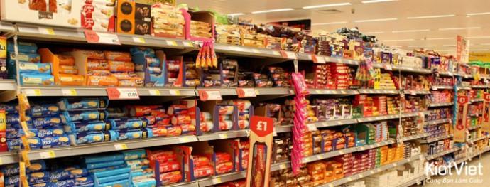 Cách bài trí giá kệ trong siêu thị để thu hút khách hàng