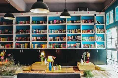 4 Kinh nghiệm mở quán cafe sách