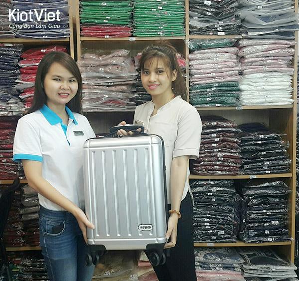 kiotviet-trao-giai-gioi-thieu-khach-hang-thang-012017