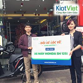 KiotViet trao thưởng xe SH125i cho khách hàng đạt giải