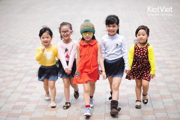 nguon-hang-quan-ao-tre-em-cho-nguoi-moi-kinh-doanh 2.jpg