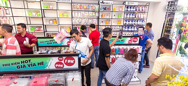Khách hàng mua điện thoại và phụ kiện có nhu cầu rất đa dạng