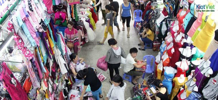 Bán quần áo ở chợ cũng cần rất nhiều kinh nghiệm để đắt hàng