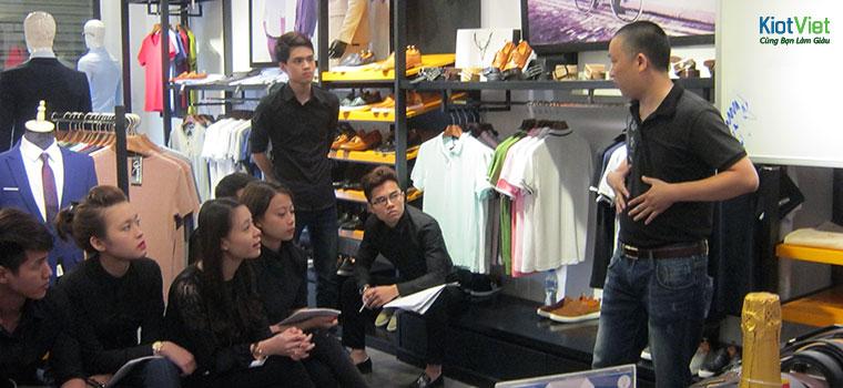 Cách bán hàng quần áo hiệu quả - P2: Kiến thức, kỹ năng NHẤT ĐỊNH phải có