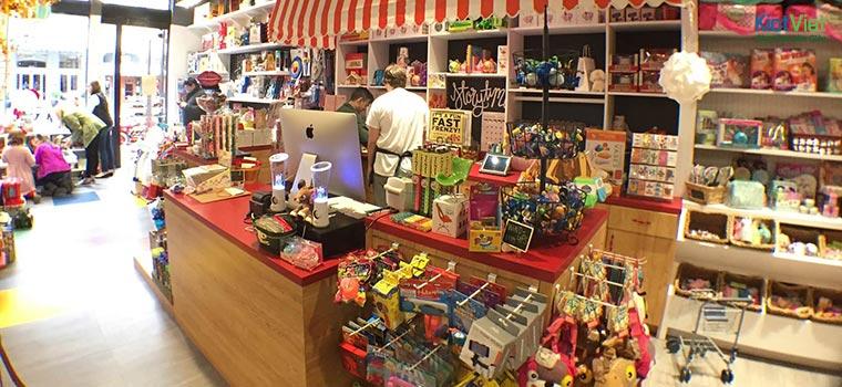 Có rất nhiều khách hàng không còn mua đồ chơi tại cửa hàng nữa