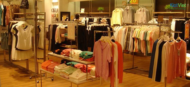 Cửa hàng thời trang có phong cách nhẹ nhàng, độc đáo