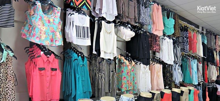 Mặt hàng quần áo ở chợ Đồng Xuân cực kỳ đa dạng