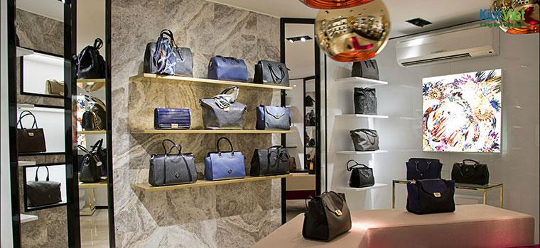Trang trí cửa hàng túi xách với bóng đèn tròn