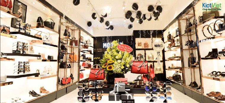 Những cách trưng bày túi xách đơn giản mà thu hút khách hàng