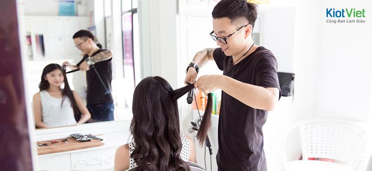 chủ salon tóc