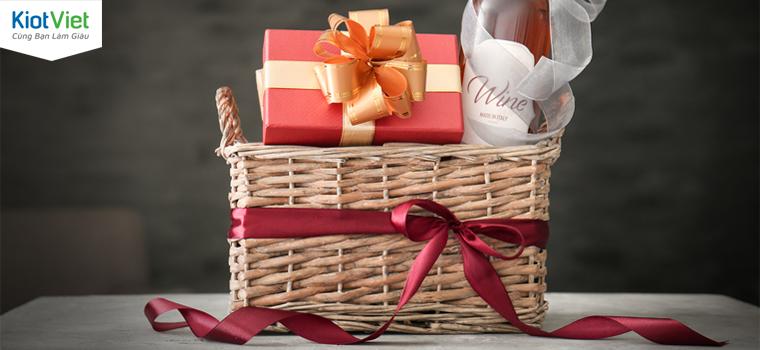 Bí kíp lựa chọn nguyên liệu gói giỏ quà Tết giá rẻ mà vẫn bắt mắt thu hút